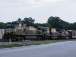 A look at the consist behind NS 8924
