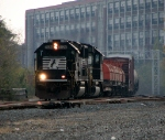 B32 rolls west behind a GP60 duo