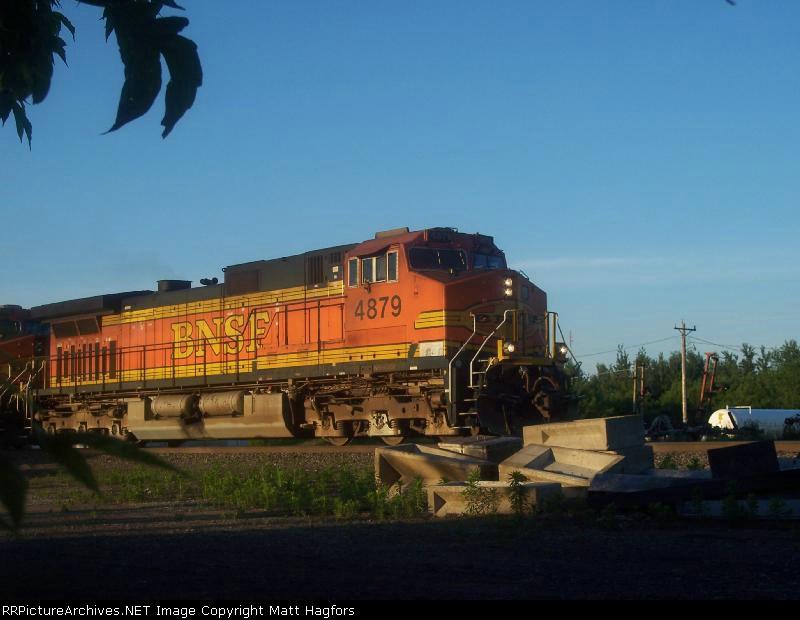 BNSF 4879