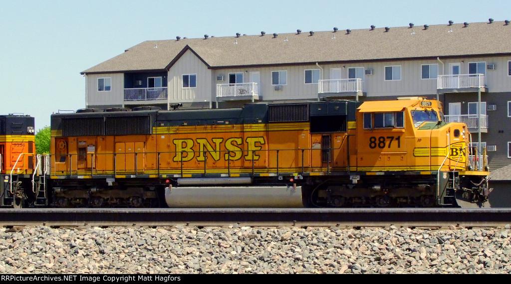 BNSF 8871