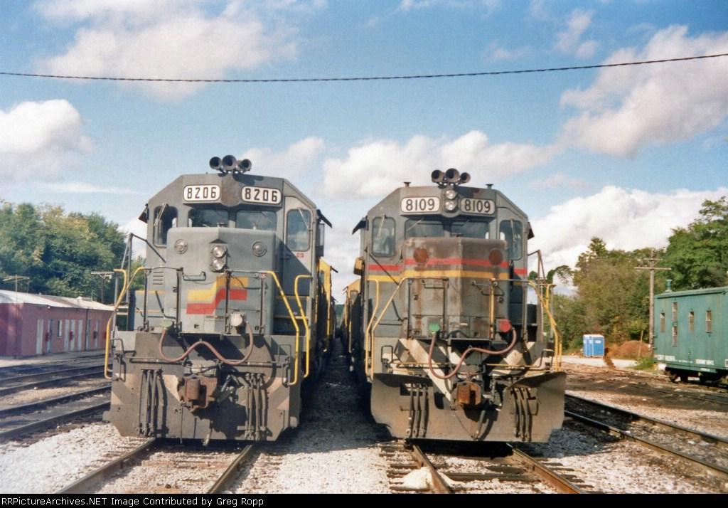 CSXT 8206 & CSXT 8109
