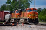 BNSF train waited an hour for head room while drilling IHB's Blue ISland yard