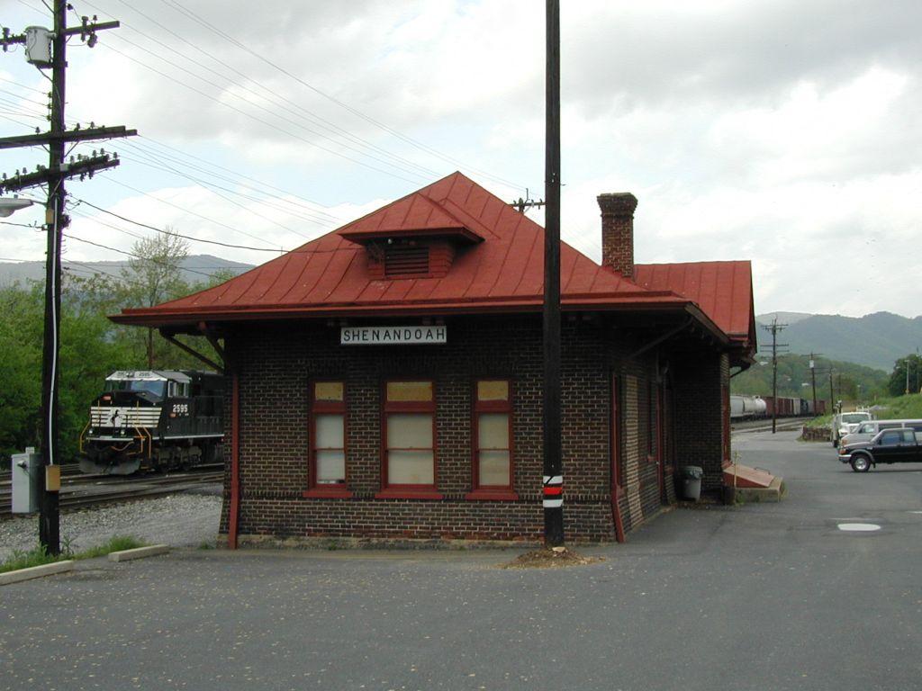 NS 2595 and Shenandoah Station