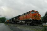 BNSF 5275powers NS train