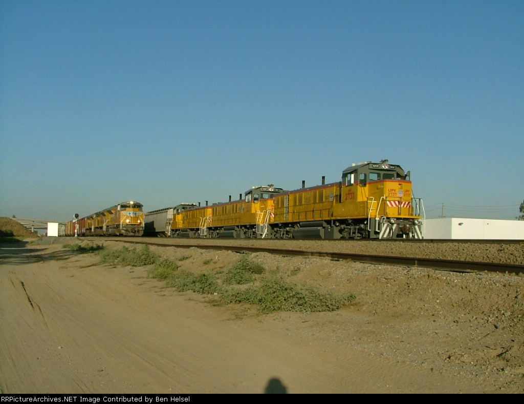 UP Gensets and a WB with an SD70ACe