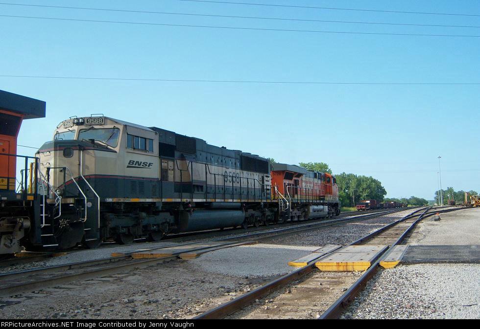 BNSF 9568 and BNSF 5728