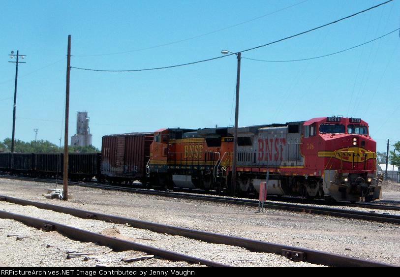 BNSF 548 and BNSF 547