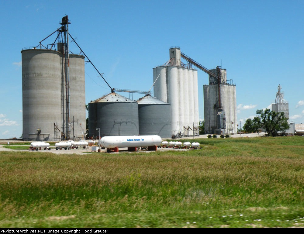 Trackside Silos on the MP/UP