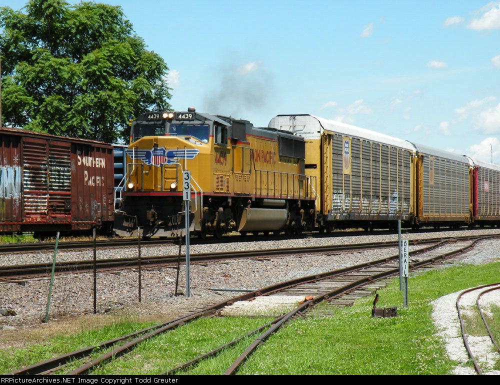 UP 4439 with auto train