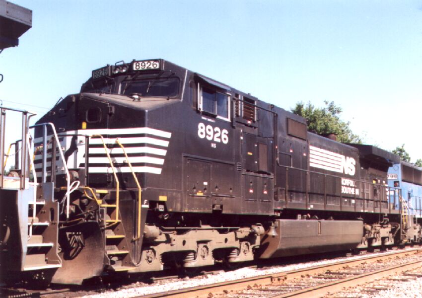 NS 8926 in consist