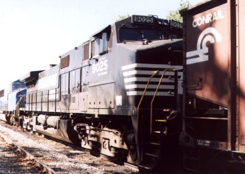 NS 9025 in consist