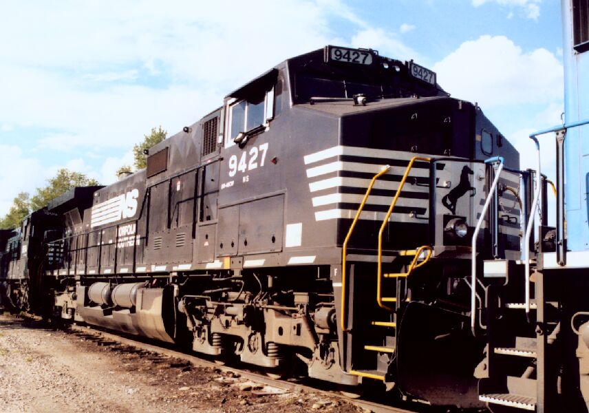 NS 9427 in consist