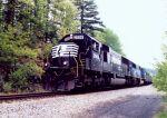NS 2506 heads up a Bow coal train