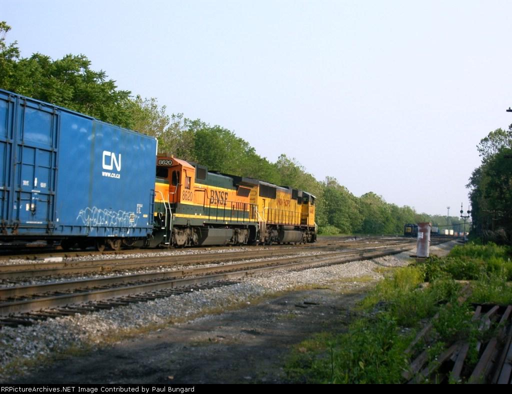 BNSF 8620  Ex-ATSF 7430  B40-8  06/10/2005