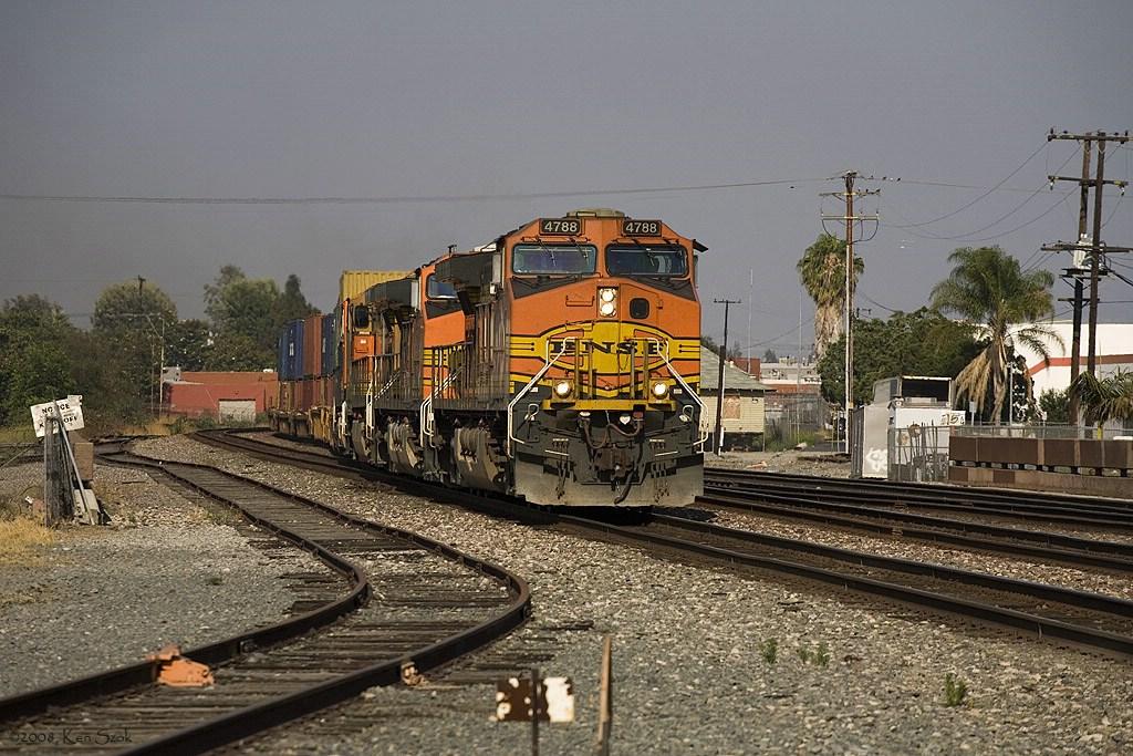 BNSF 4788 westbound