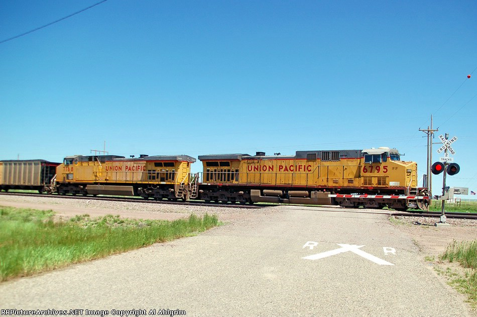 UP 7168 & UP 6795
