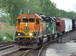 Still waiting in the wye a nother NB BNSF freight dashes by @ Hawthorne on the BRC