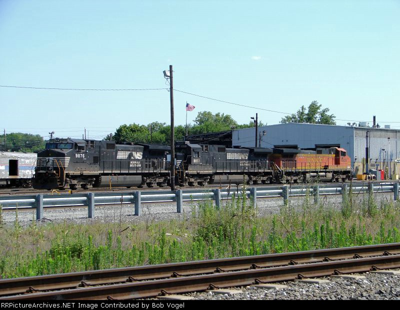 NS 9876 and 8850; BNSF 4929