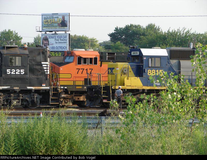 NS 5225, BNSF 7717, CSX 8815