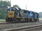 CSX 2485, 2476 & 8189 head into the yard as D009-07 to pick up their train