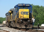 CSX 7620 & 204 back down the mainline as they head for the house