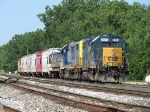 CSX 2614 & 2782 bring D700-14 into the yard