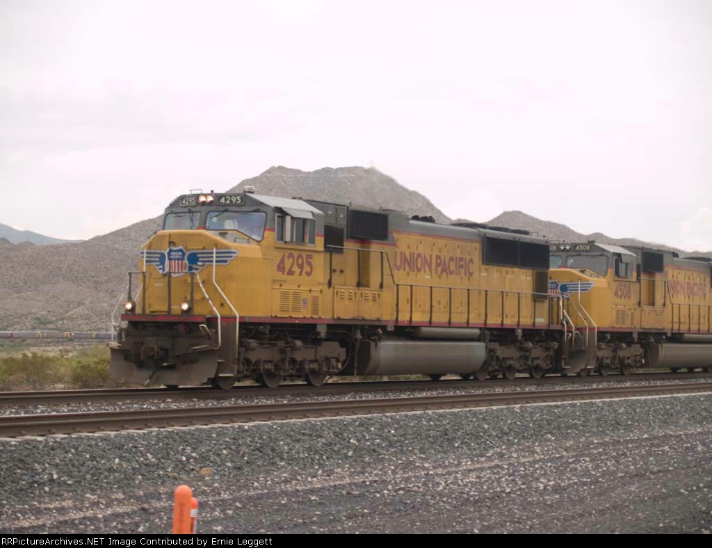UP 4295 leads a WB autorack at 12:48pm