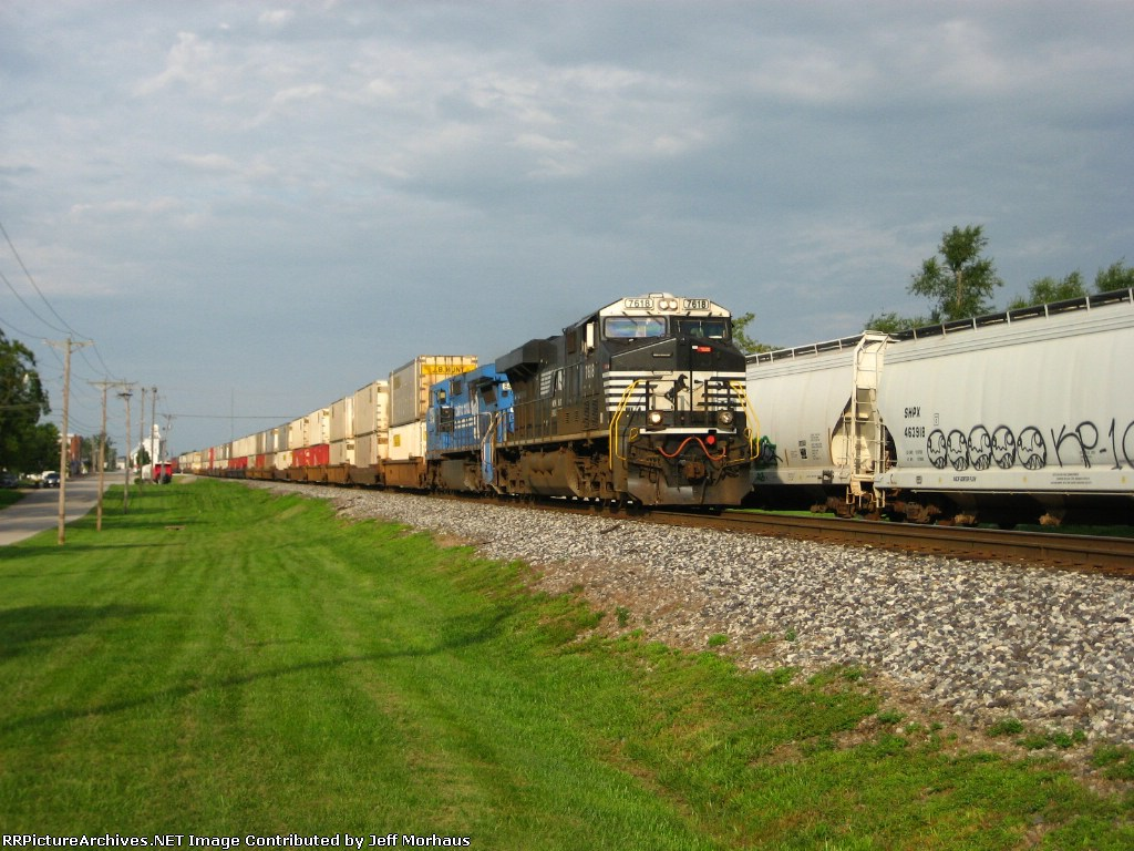 NS 7618 Eastbound stacktrain hads towards St. Louis with the rain clouds of Hurricane Ike slowly move in.