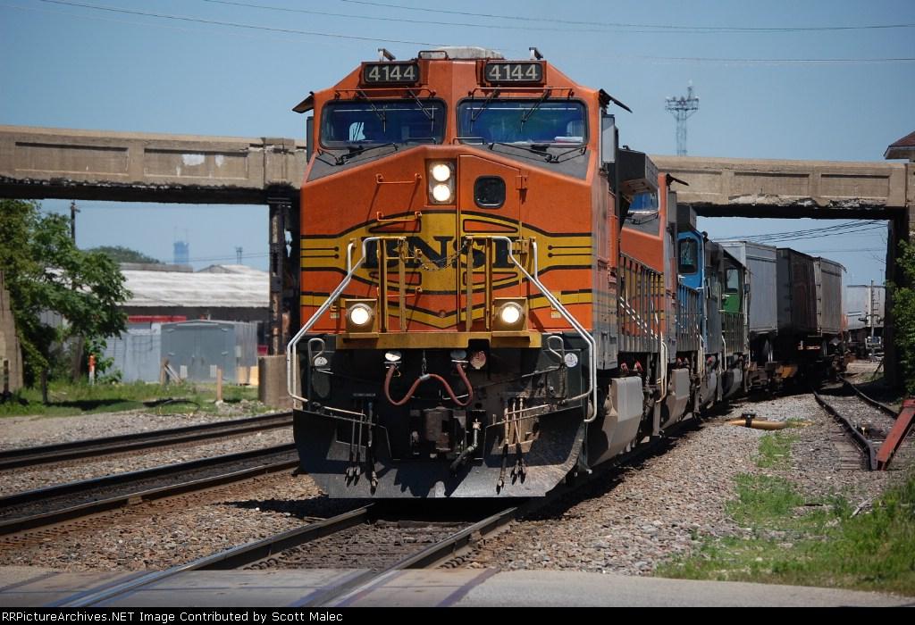 BNSF 4144, 5495, EMDX 9013 & BNSF 6364