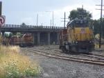 PNWR 3002 creeps up on UP 524