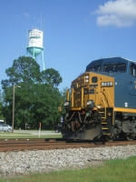 CSX 753 rac'in past the water tower