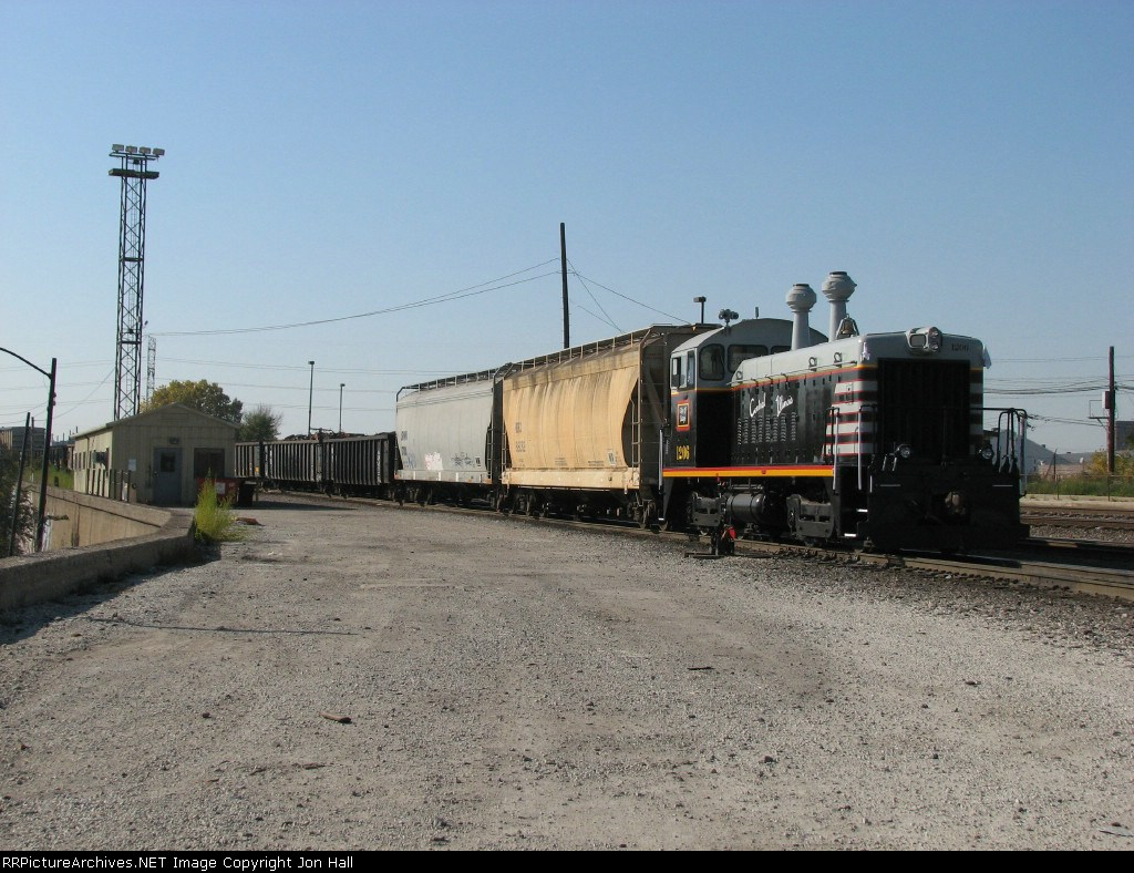 CIRY enters Western Ave Yard with cars for BNSF