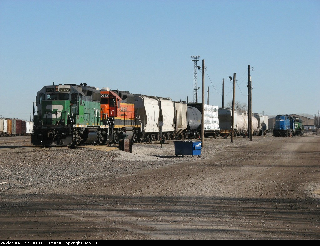 BNSF 2872 & 2012 pull down with a cut of cars