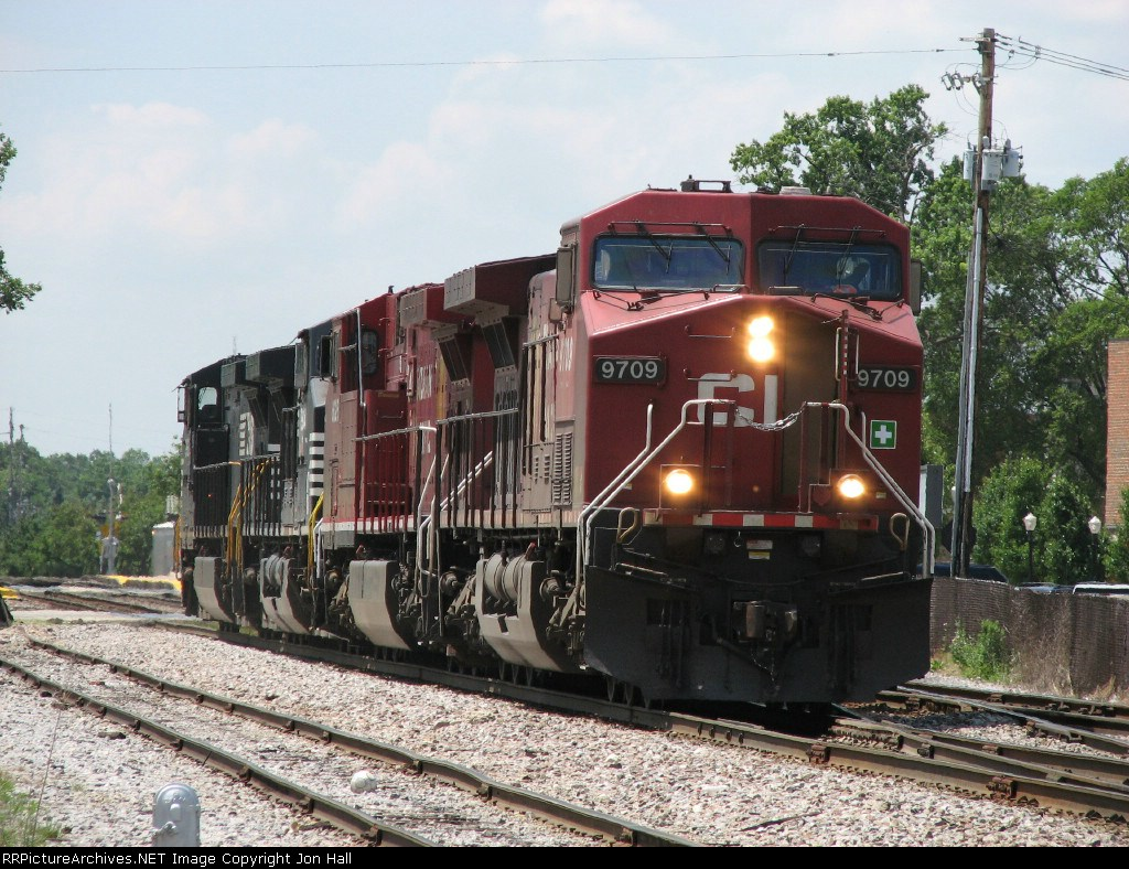 870's power returns east after dropping its coal loads at Spaulding for the EJ&E