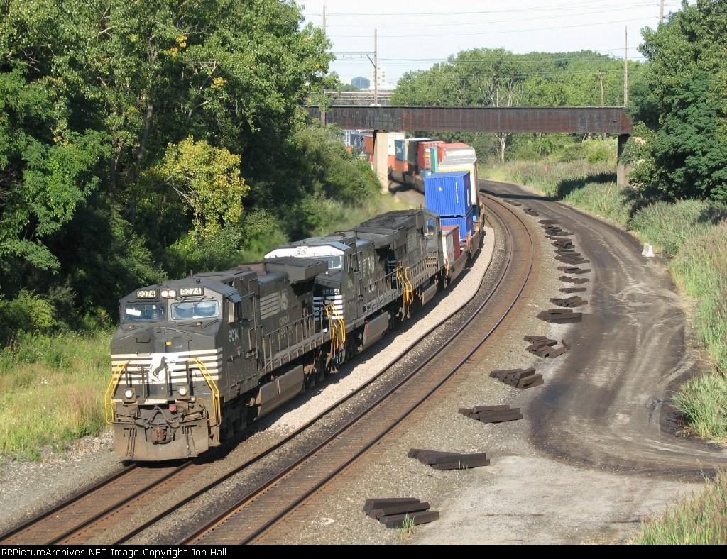 NS 9074 leads 20G eastward