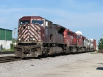 CEFX 101 leads 4 other units west as 243 enters Bensenville Yard