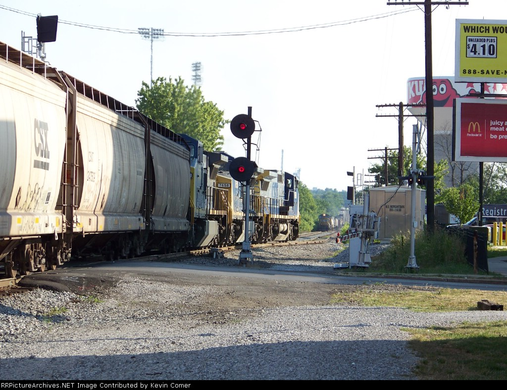 CSX 7660 and G604 take the siding for UP 5130 and Q578 7/2/08