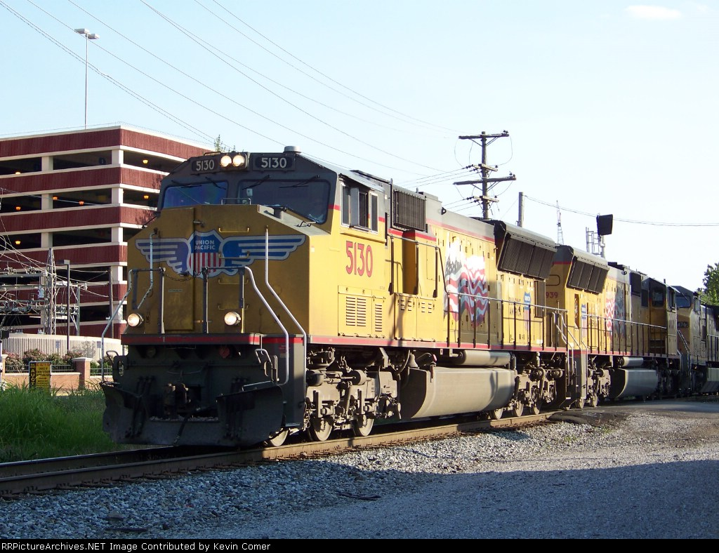 UP 5130 with Q578 heads toward downtown Bowling Green 7/2/08