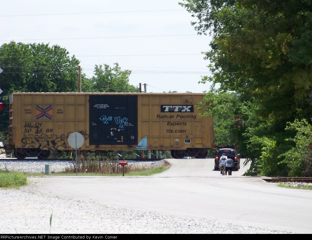 FBOX 504488 is southbound on Q525 crossing Memphis Jct Road 7/10/08