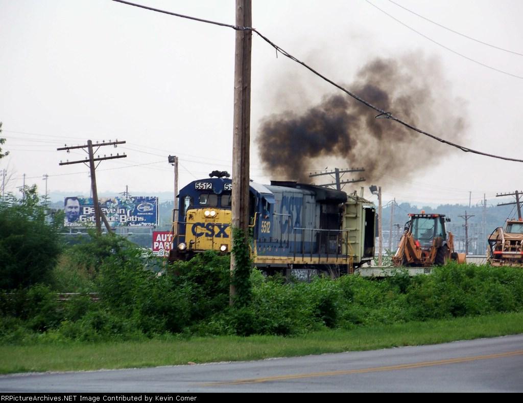 CSX 5512 gives a nice cloud of black smoke 7/18/08