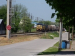 CSX 7657 leads G146 south along Railroad St toward KY-Tenn Grain 5/05/08