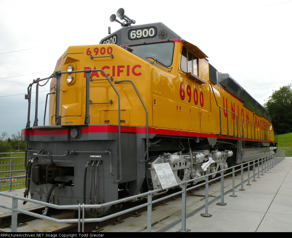 UP 6900 DDA40X