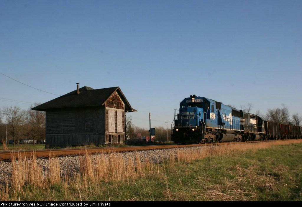 NS 45N passes Kanauga train order office on CSX (ex HV) track