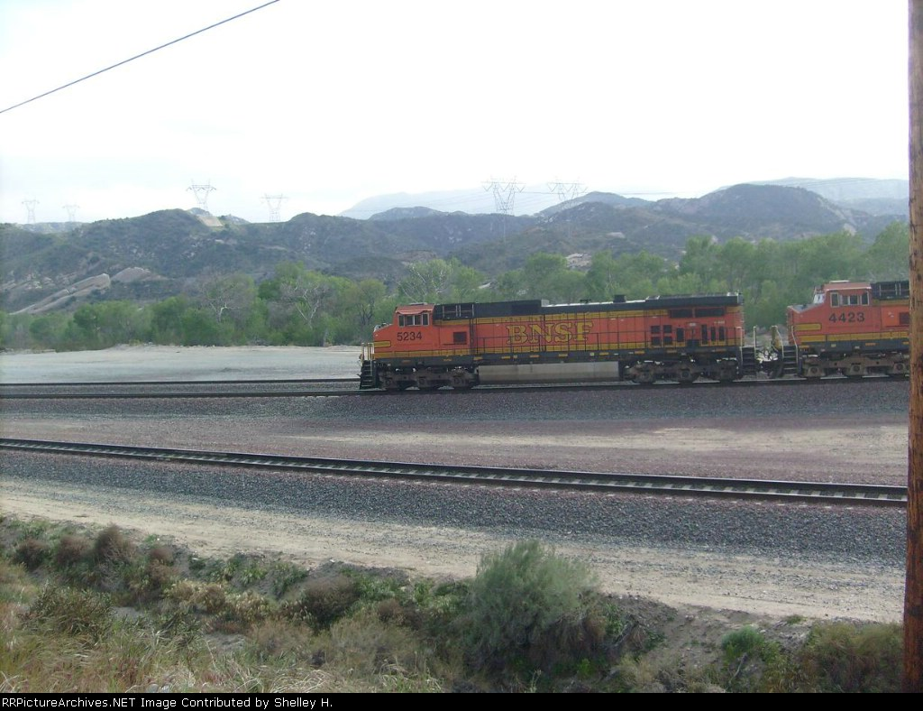 BNSF 5234 leading the train