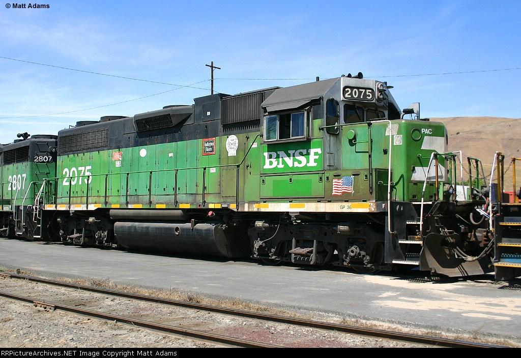 BNSF GP38-2 2075
