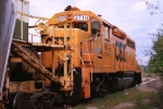 CSX 9718 with ex CR spreader