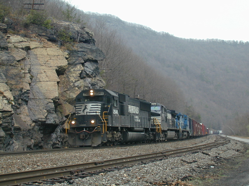 Eastbound Norfolk Southern train in the Lehigh Gorge