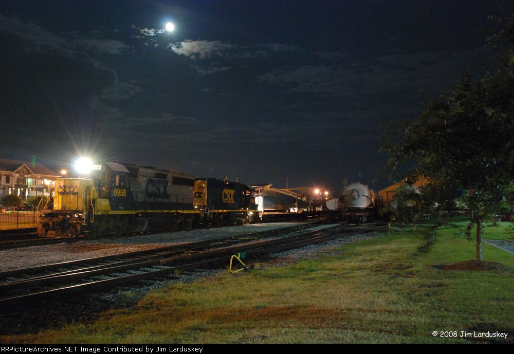 CSX 6956 switches the yard at the Port of Pensacola