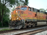 BNSF 5402 leads an eastbound intermodal