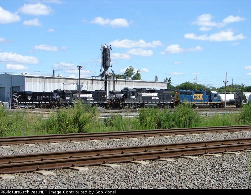 BDRV 9581; NS 5225 and 5278, and CSX 4403